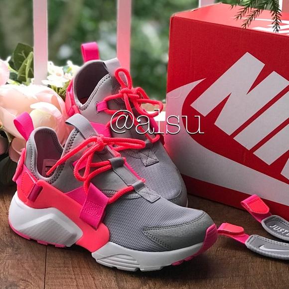 2c8dd82b2880 NWT Nike Air Huarache City Low Pink Grey WMNS